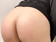 Phat white bubblebutt rides the pipe
