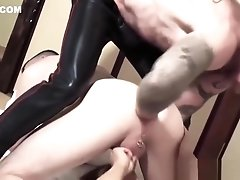 Experienced daddy fingering twink ass in an oral threesome